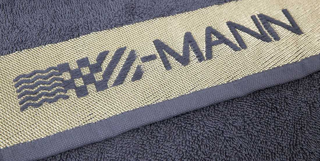 eingewebtes Logo in Handtuch-Bordüre