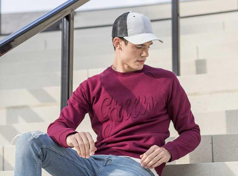 einfarbiges Motiv geprägt auf Sweatshirt