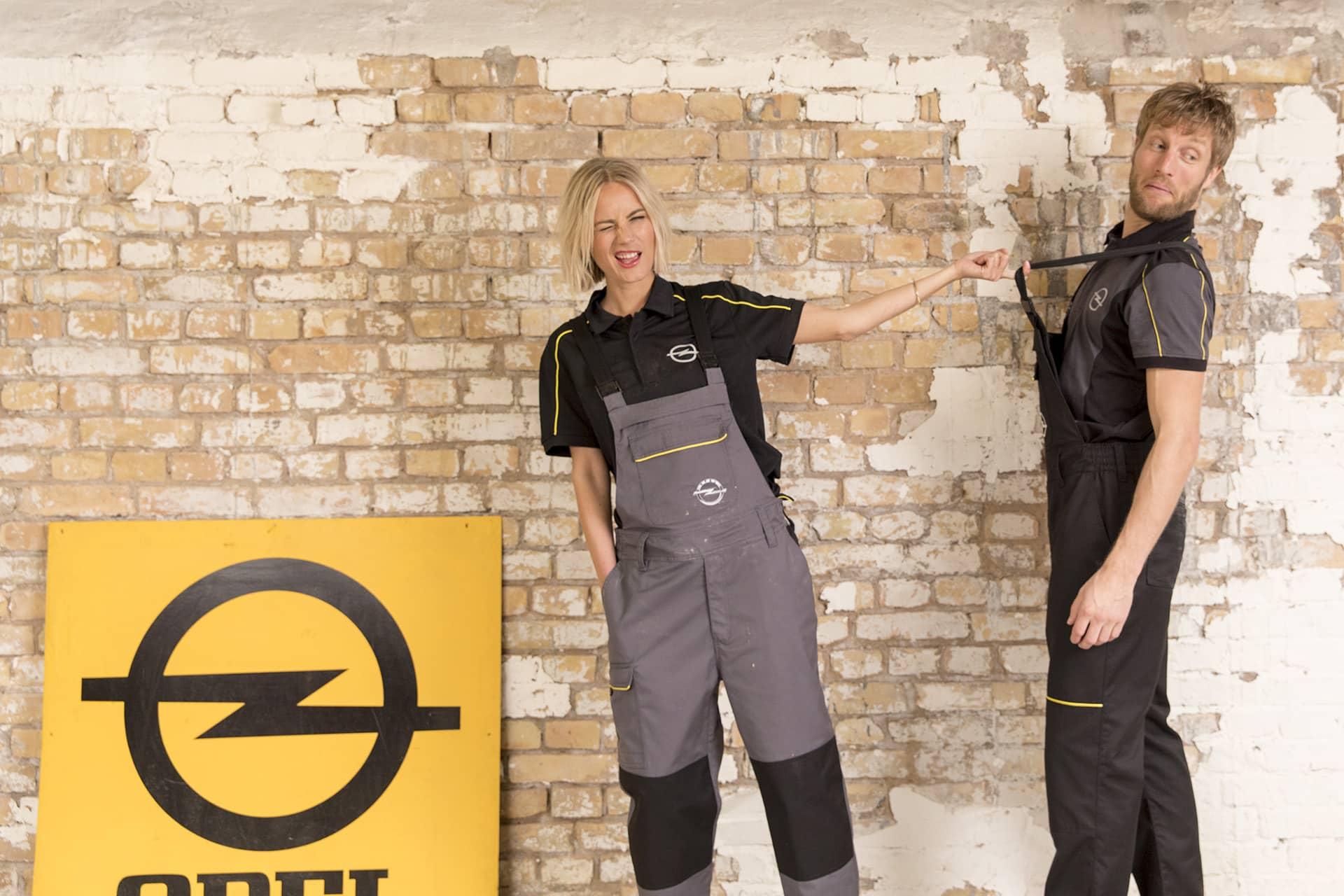 Menschen die Opel Workwear tragen